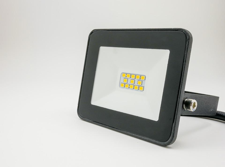 Jak podłączyć halogeny LED szeregowo